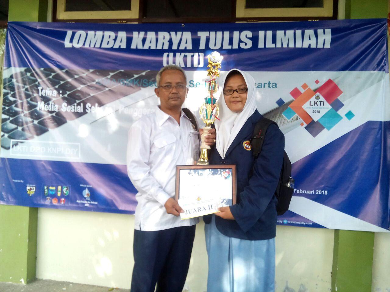 Adila Tasya Rahmawati Raih Juara Karya Tulis